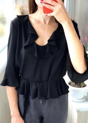 Чёрная укороченная блуза с рюшами 1+1=3