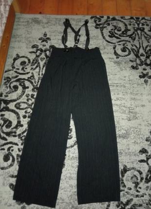 Модні  штани із підтяжками