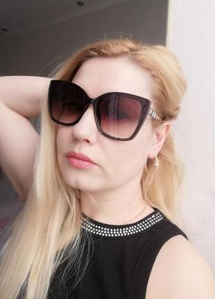 Трендовые солнцезащитные очки лисички