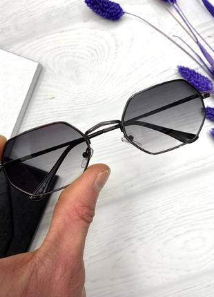 Солнцезащитные очки в металической оправе