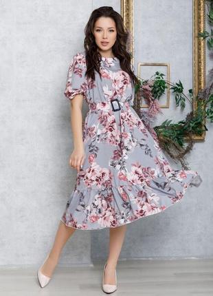 Принтованное серое платье с рукавами-фонариками