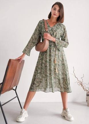 Легкое платье миди оливкового цвета