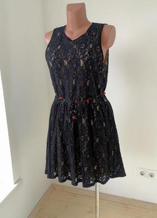 Платье из гипюра на подкладке, размер m-l