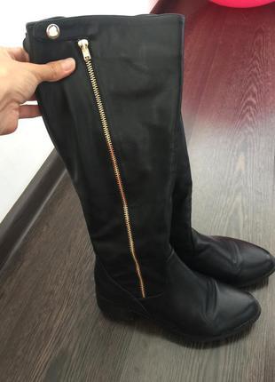 Стильные кожаные сапоги на осень-весну низкий каблук