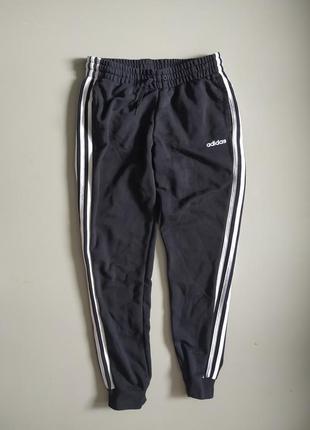 Спортивные черные штаны adidas с полосками