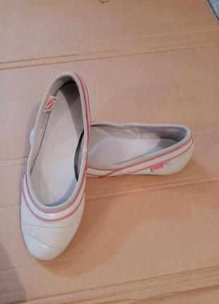Продам суперові жіночі спортивні балетки