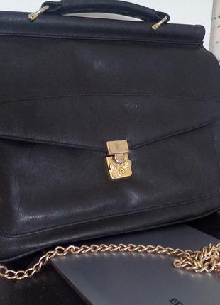 Фирменная сумка портфель с цепочкой.