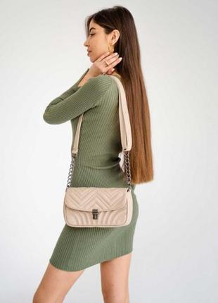 Женская стильная бежевая сумка с цепочкой, через плечо на плечо