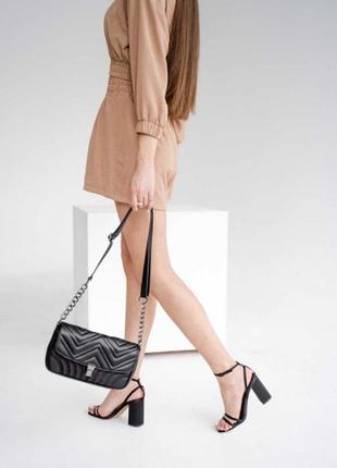 Стильная черная маленькая сумка с цепочкой на плечо , через плечо