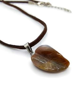 """🌱🦔 кулон на замшевом шнурке """"листик"""" натуральный камень коричневый агат а резьба по камню"""