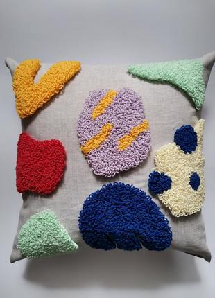 Стильная яркая льнаная подушка ручной работы с вышивкой