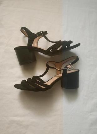 Босоножки на толстом каблуке newlook