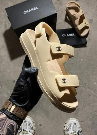 Flip flops beige