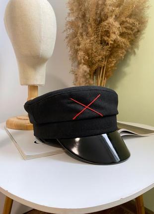 Женское чёрное шерстяное кепи тёплое картуз с красной вышивкой с лаковым козырьком