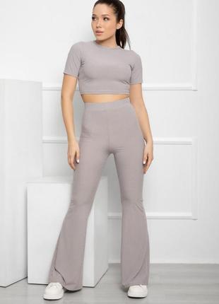 Фактурный костюм с расклешенными брюками