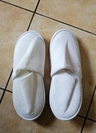Белые гостевые тапочки