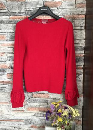 Красная кофточка с красивой ажурной  спинкой