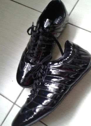 Шикарные кожаные кроссовки 43 размер