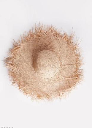 Плетённая шляпа с широкими полями