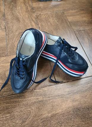 Кожанные женские кроссовки