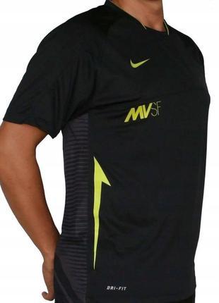 Брендовая спортивная футболка всемирно известного американского бренда nike.
