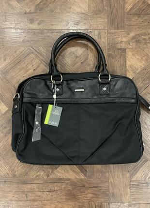 Новый с биркой портфель, сумка под документы, есть нюанс