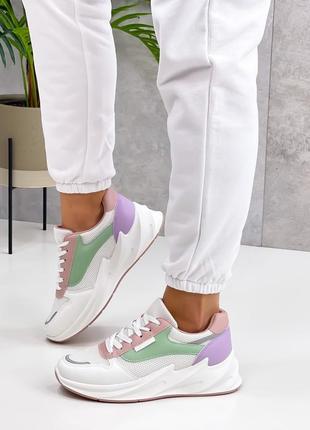 Стильные удобные кроссовки