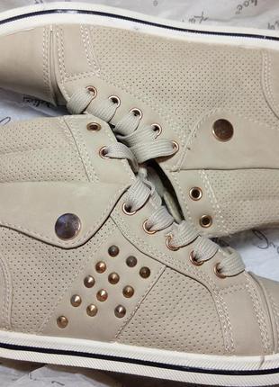 Ботинки кроссовки  новые  р 39 польша