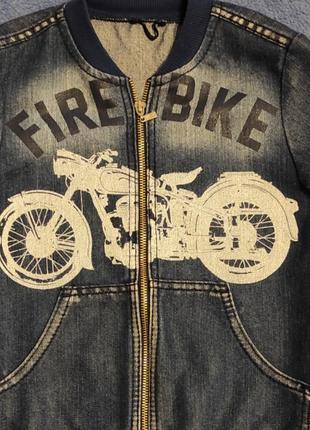 Крутая джинсовая куртка!!!
