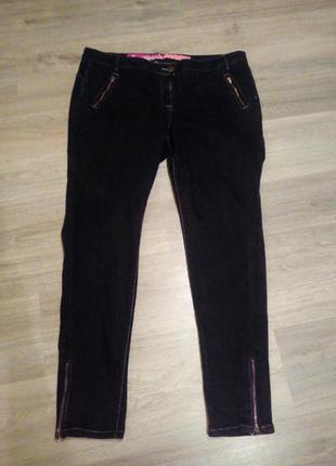 Классные черные джинсы
