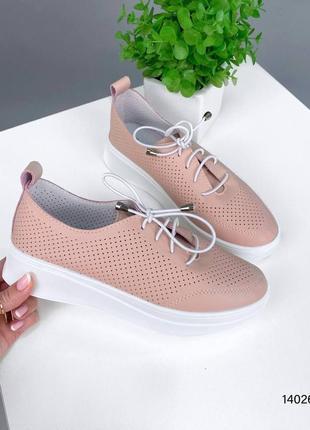 Розовые кеды на шнурках