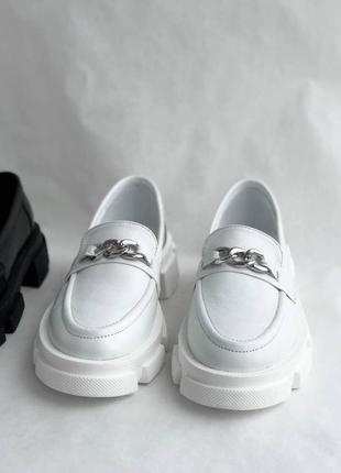 Белые женские кожаные лоферы8 фото