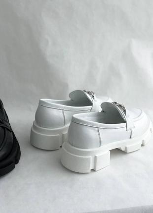 Белые женские кожаные лоферы6 фото