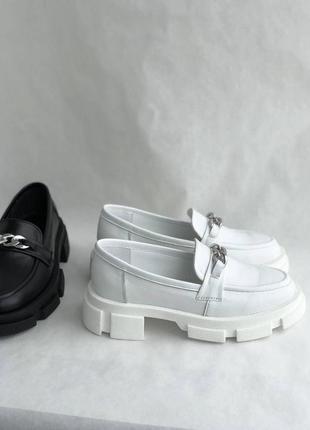 Белые женские кожаные лоферы7 фото