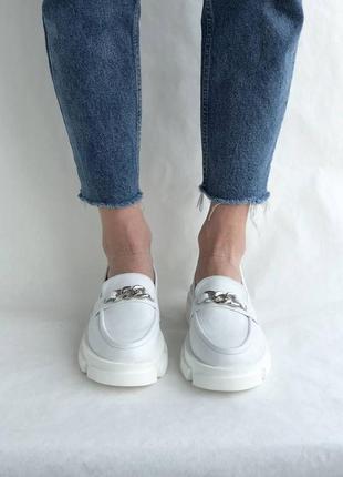 Белые женские кожаные лоферы3 фото