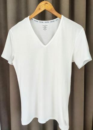 Базовая белая футболка calvin klein