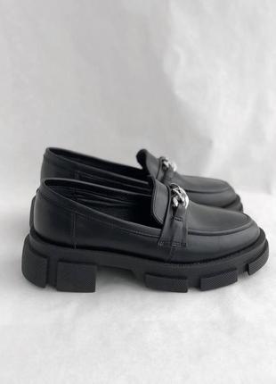 Черные женские кожаные лоферы7 фото