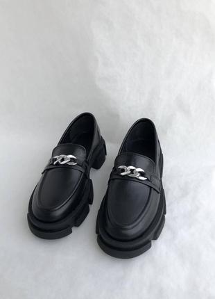 Черные женские кожаные лоферы8 фото