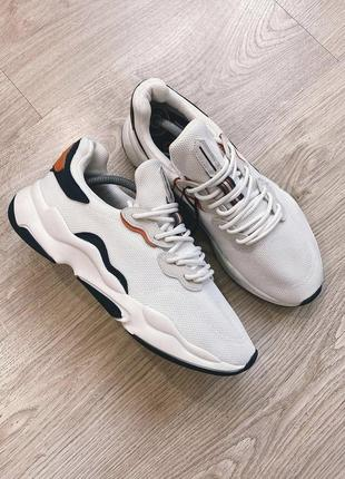 Мужские белые кроссовки