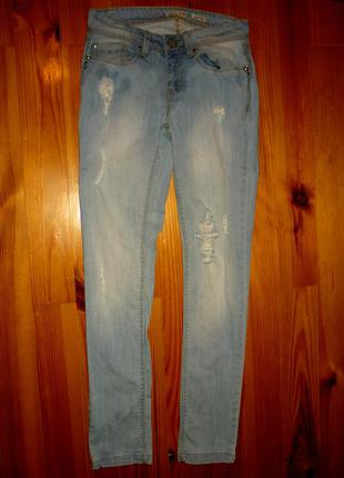 Рваные джинсы stradivarius