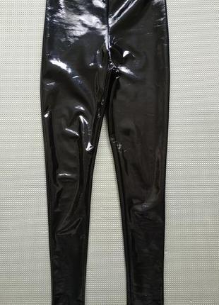 Черные лаковые лосины на флисе на очень худые ноги xxs
