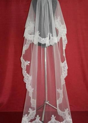Длинная фата невесты с дорогим кружевом и бисером , фата в пол