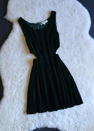 Велюровое платье изумрудного цвета