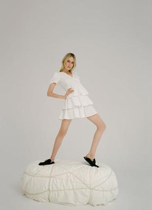 Zara  мини-платье с v-образным вырезом и короткими рукавами.
