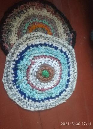 Вязанные крючком коврики   диаметр  60 см