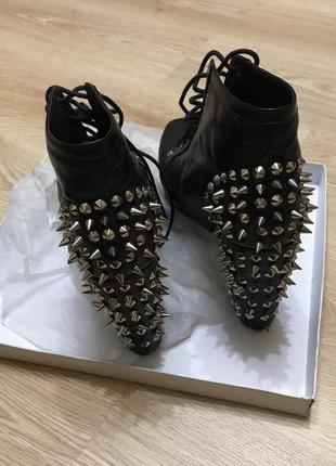 Ботинки с шипами на каблуках платформе jeffrey campbell