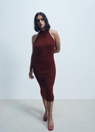 Платье zara с горловиной халтер.