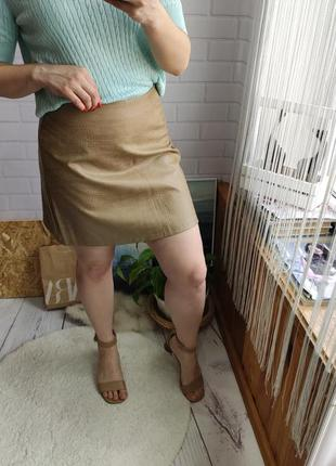 Стильная кожаная юбка трапеция с теснением от primark