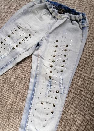 Стильные джинсы с заклепками pieces