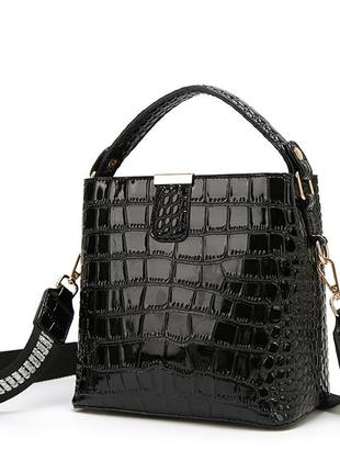Кожаная лаковая сумка с крокодиловым принтом